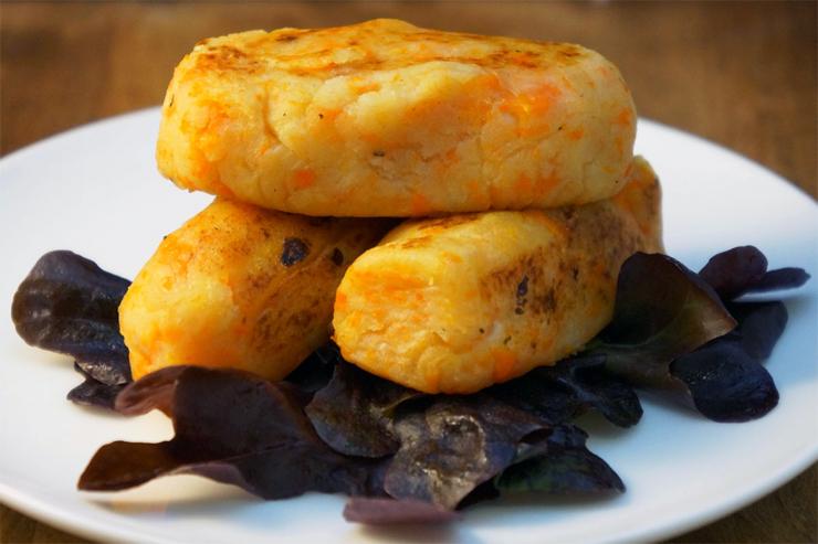 Bolinho de batata com cenoura assado (fit)