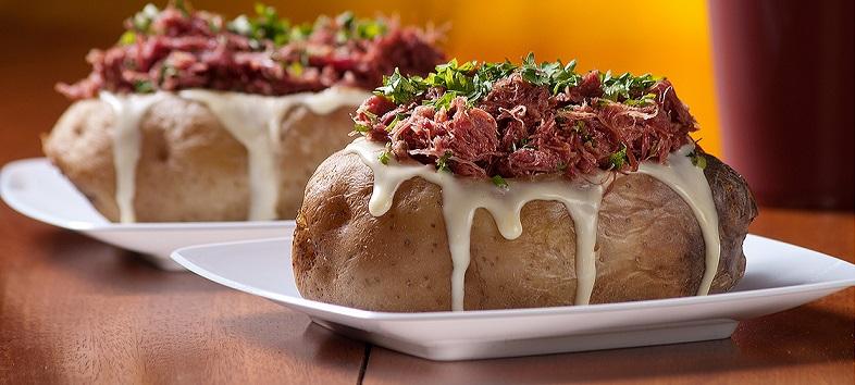 Batata recheada com carne seca
