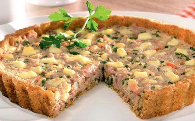 Torta de biscoito com atum e queijo branco