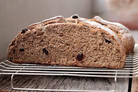 Pão integral de maça com iogurte e passas