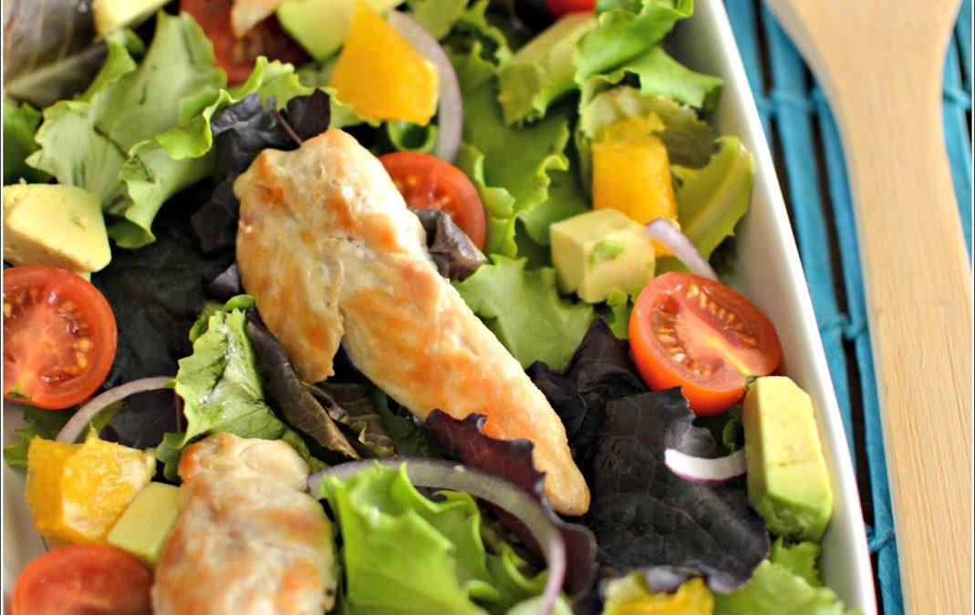 Salada de frango, abacate e erva-doce