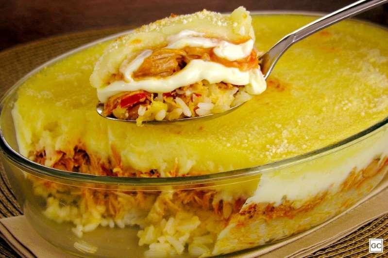 Escondidinho de frango, arroz e batata