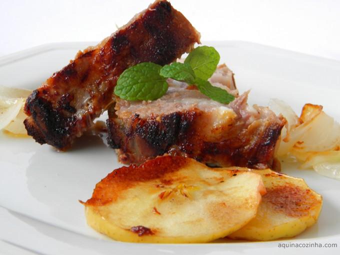 Costelinha de porco com maçã