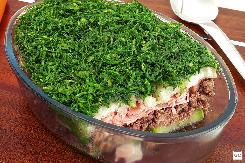 Carne moída com couve e batata-doce