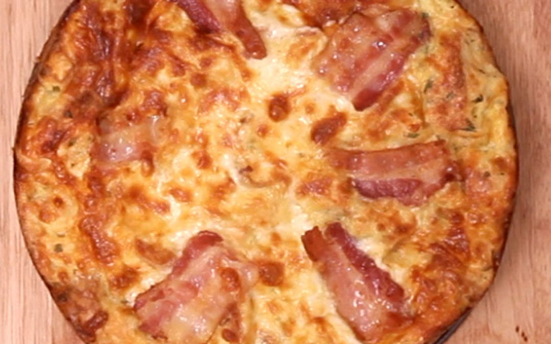 Bolo de pão, queijo e bacon