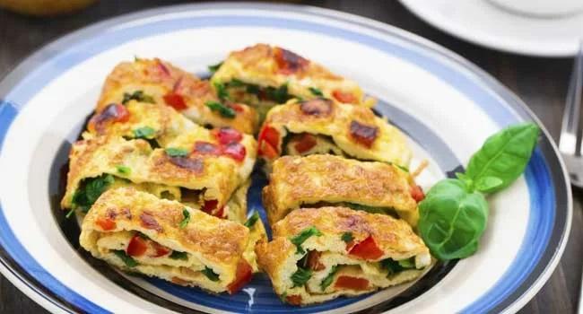 Omelete com rúcula e tomate seco
