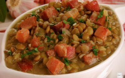 Sopa de lentilha com linguiça