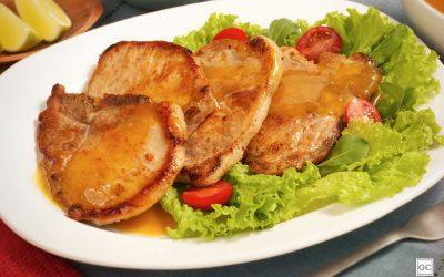 Bisteca de porco ao molho de laranja
