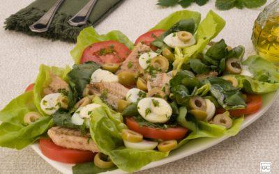 Salada verde com sardinha