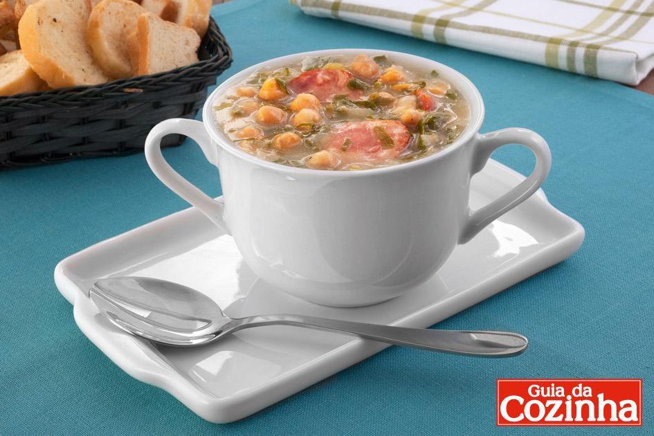 Sopa de grão-de-bico com couve
