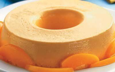 Pudim de pêssego em calda