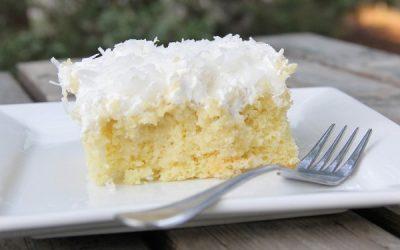 Bolo gelado de geleia e coco